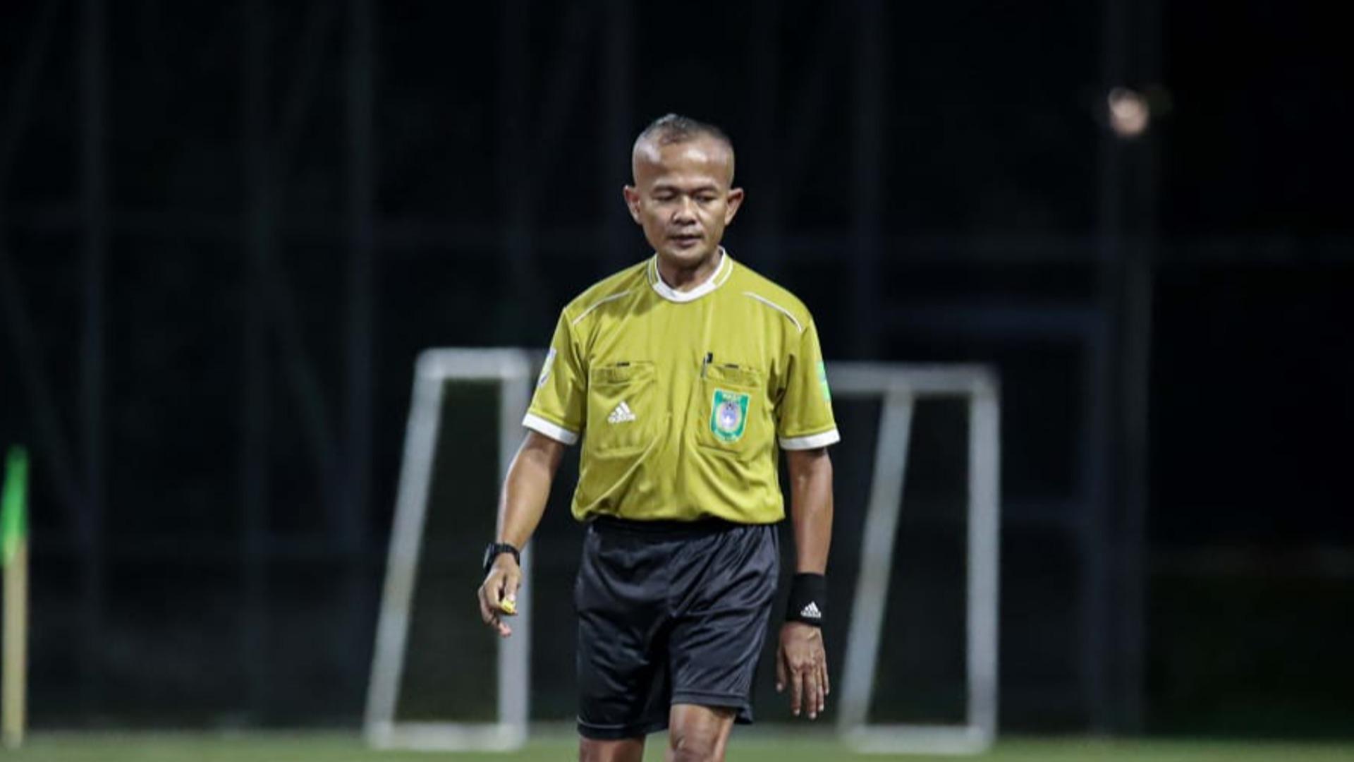Referee Reza Carso